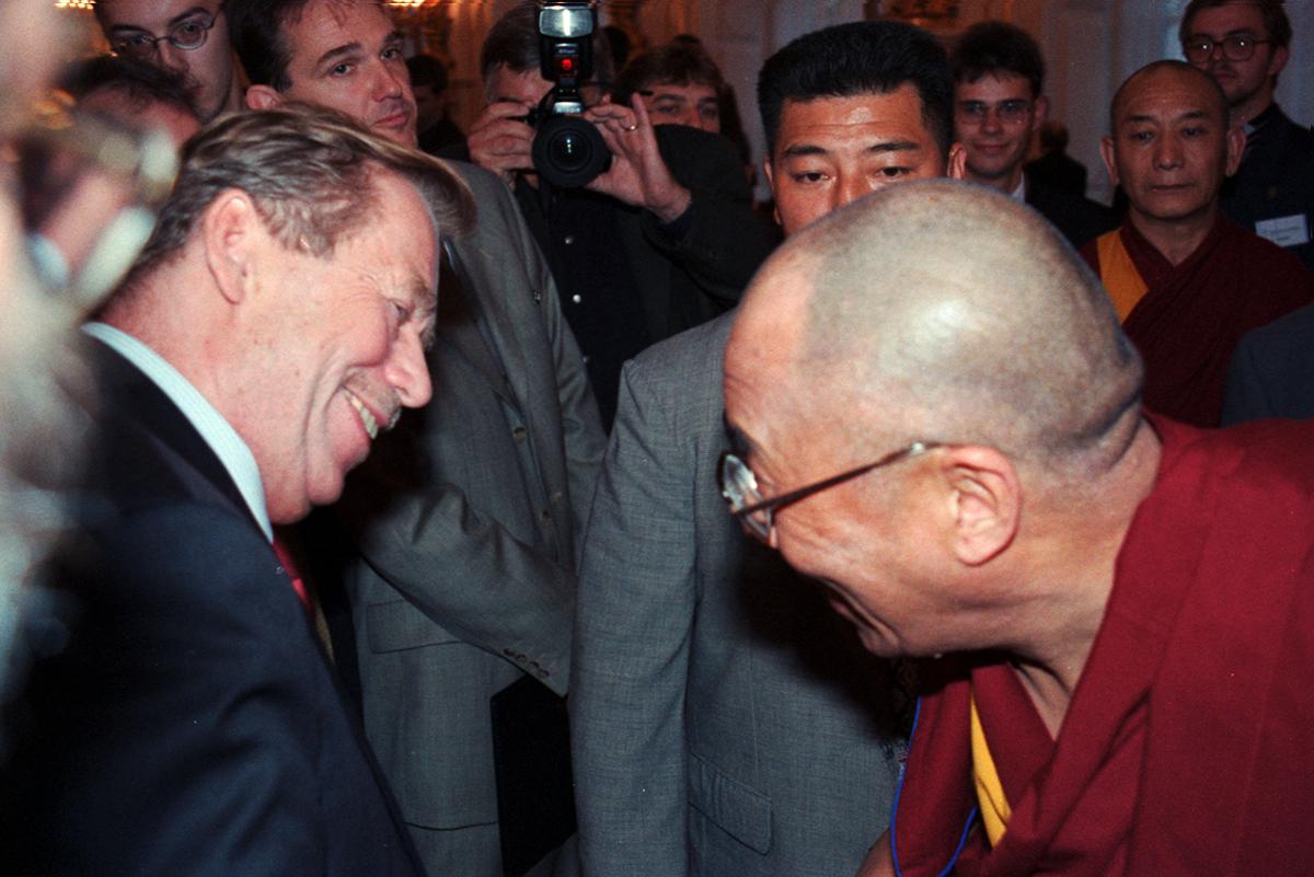 Václav Havel a Dalajlamau příležitosti konference Forum 2000 v říjnu 2000. Foto: Ivo Šilhavý