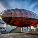 Vzducholoď Gulliver slaví první narozeniny v galerii DOX