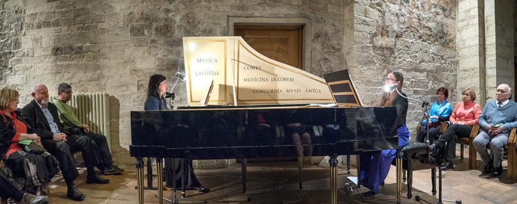 Virtuózky na cembalo Edita Keglerová a Monika Kniblochová