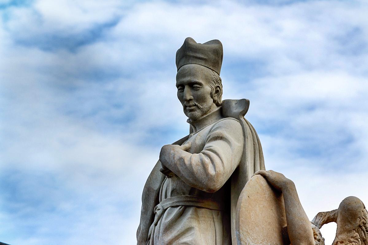 Sousoší sv. Františka Borgiáše se vrací na Karlův most